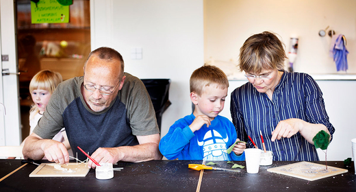 Mini Sommer-Kunst-Skole for to generationer på ARoS