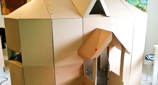 Lav en labyrint af store papkasser