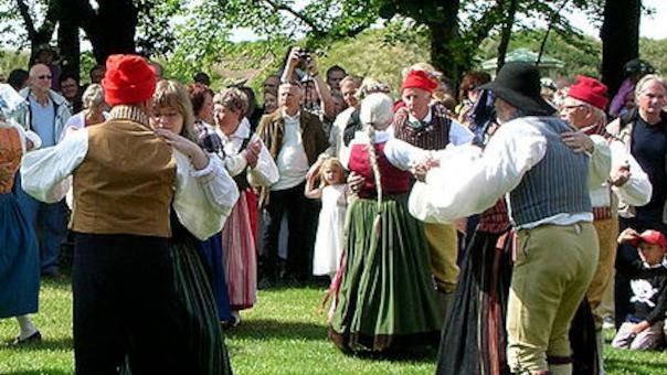 Det Åbne Hus spiller op til folkedans på Stades Krog 9, Lyngby
