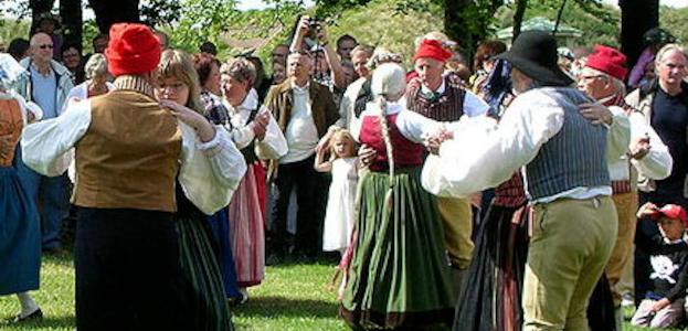 Søndagscafè med spillemandsmusik og folkedans.