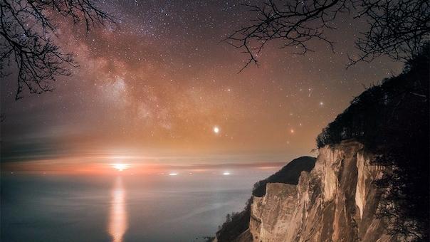 Fuldmånestillevandring på Møns Klint i Dark Sky med måneformørkelse og nattesidning. Overnatning og