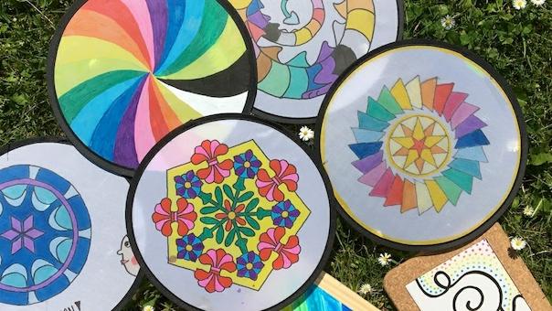 Sommersjov med frisbees og bordskånere