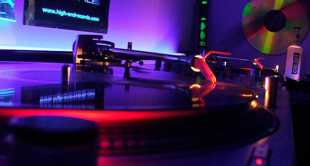 Alex Esser & Raj Elrey(house) /plush (disco/house)