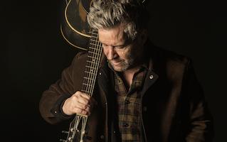 Tim Easton 50/50 koncert