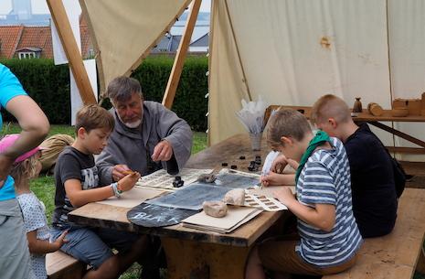 Sommerferie på Kalundborg Museum: Fjer og blæk