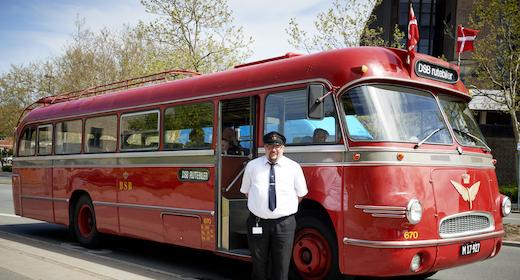 Få en tur med veteranbussen