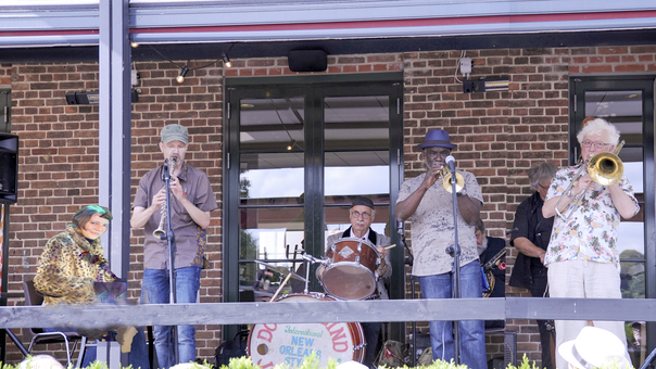 Jazz i Rosenhaven - Doc Houlind med Gregg Stafford