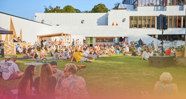 Kunsten Summer Lounge: Soleima + Find fred med fissen