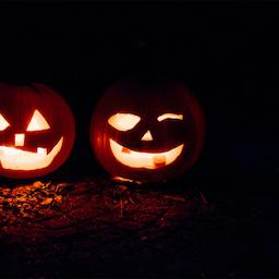 Halloween i Forundringens Have.