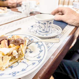 Kom til lækkert kagebord på Fahl Kro.